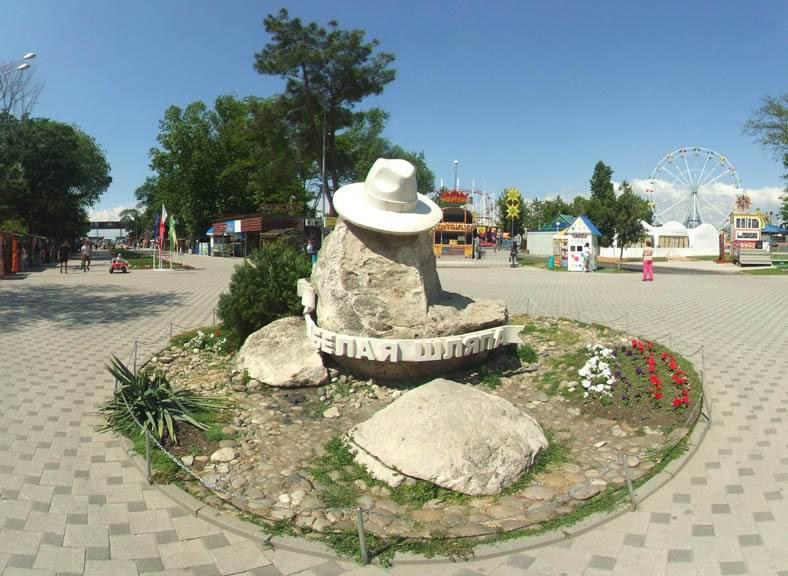 Белая шляпа в Анапе