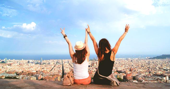 довольные туристы